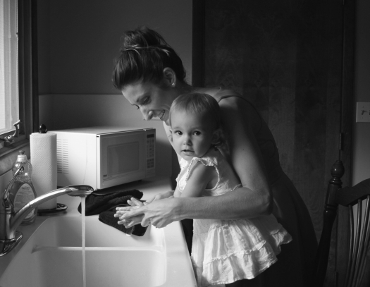 Mom and Girl at Sink_Pexels 1089077-Jennifer Murray