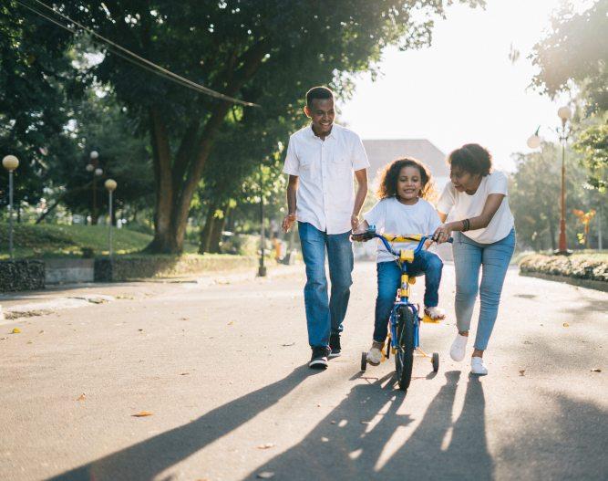 Family bike ride_Pexels 1128318